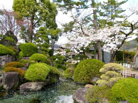 Vijver bij de Takeda-schrijn